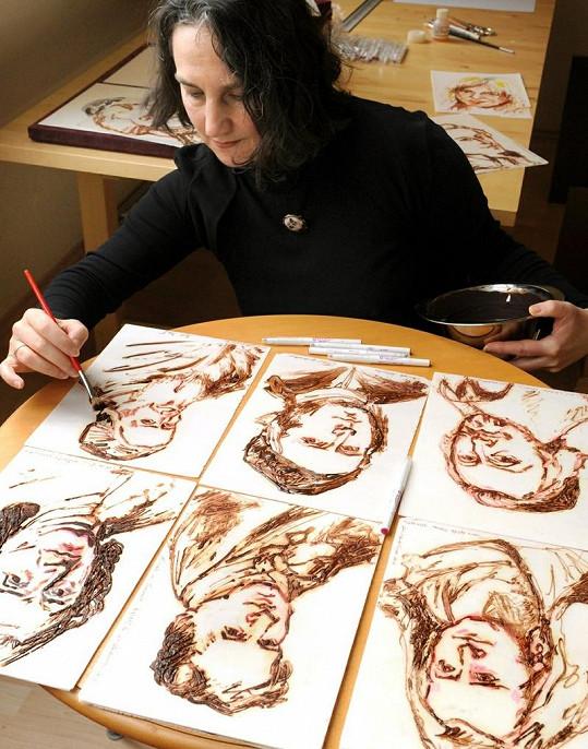 Grit zvládne namalovat kolem dvaceti portrétů za hodinu.