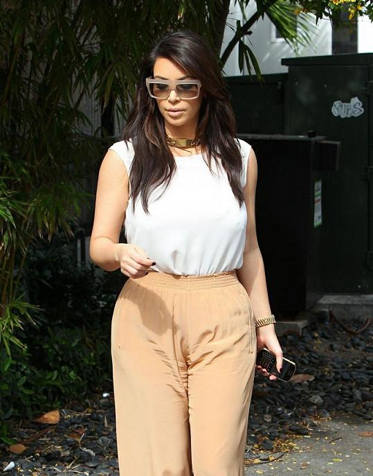 Kim by si měla tyto kalhoty nechat spíš na doma.