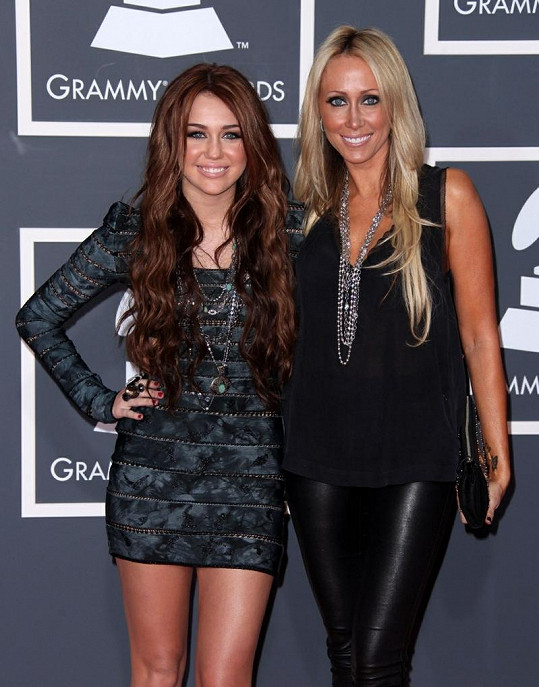 Miley a Tish Cyrus.