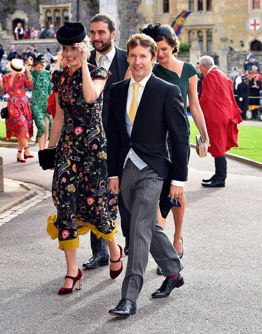 Na svatbu dorazili s manželem Davidem a blízkými přáteli, zpěvákem Jamesem Bluntem a jeho ženou Sofií.