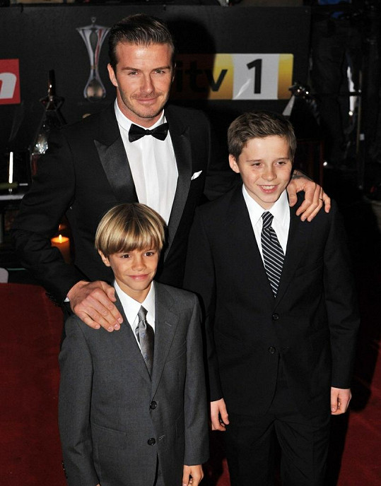 Fešáci David Beckham se syny Brooklynem (vpravo) a Romeem.
