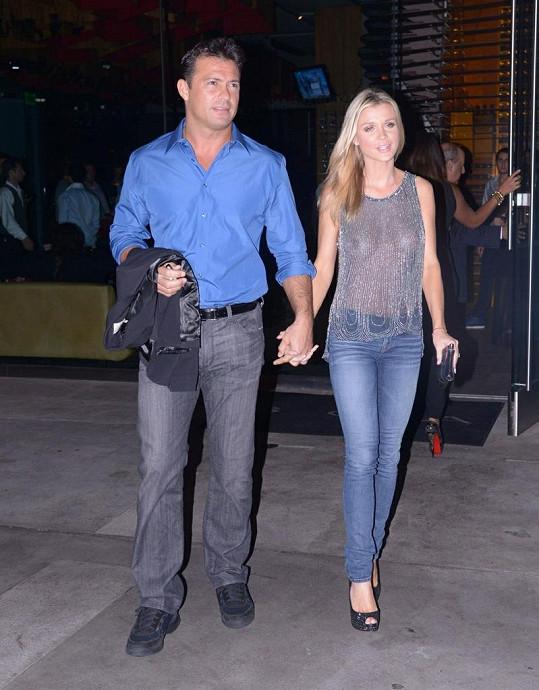 Joanna Krupa se svým snoubencem.
