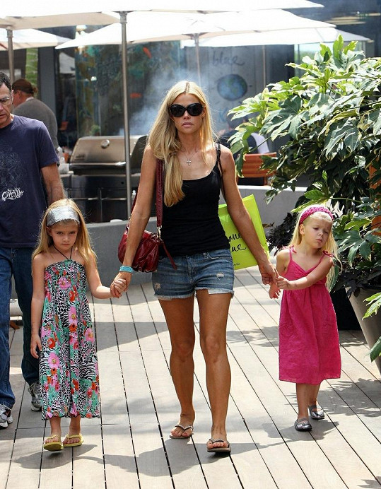 Denise Richards s dcerami.