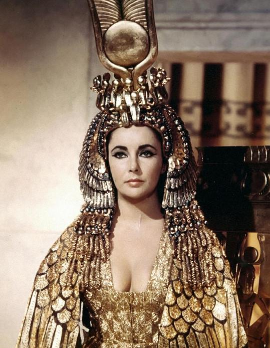 Elizabeth Taylor v roli Kleopatry.