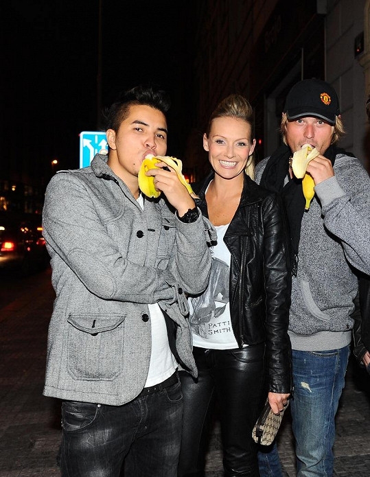 Martina Gavriely s přítelem Marcusem a zpěvákem Davidem Deylem.