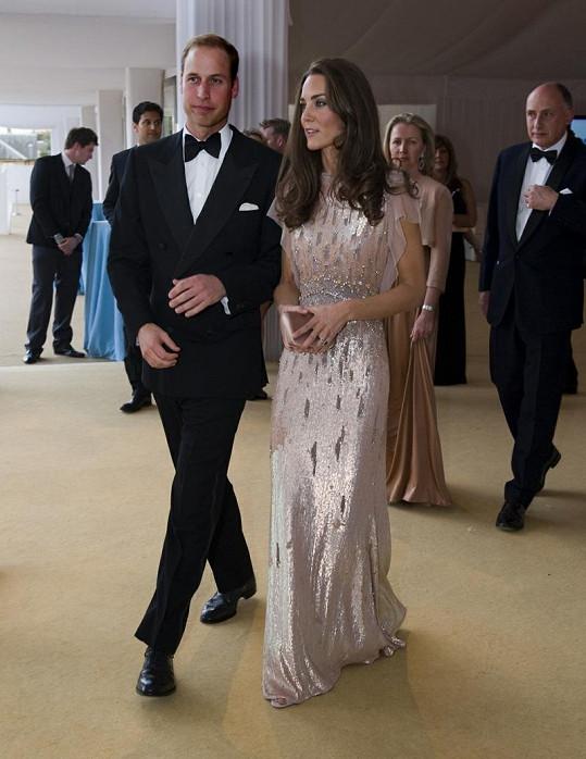 Překrásné šaty Kate Middleton od návrhářky Jenny Packham.