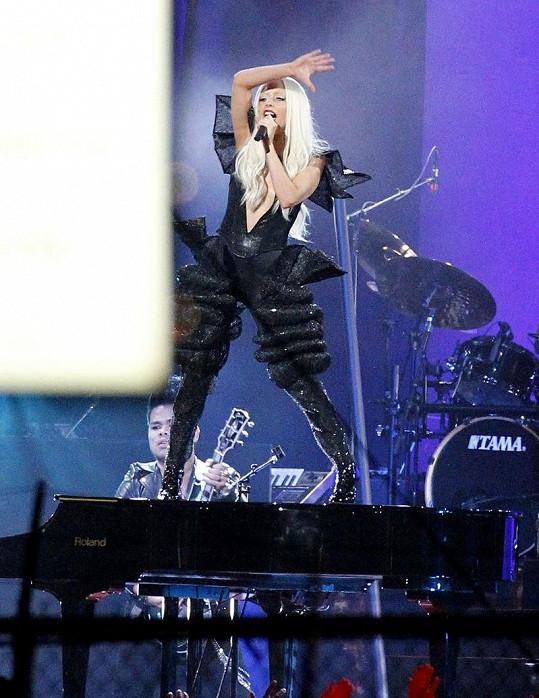 Večer se však ukázala v plné parádě v show Jimmyho Kimmela.