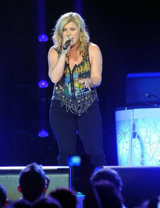 Kelly na koncertě v Dublinu.