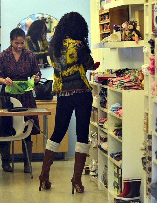 Kelly Rowland nakoupila v newyorském obchodě pro dceru Beyoncé Blue Ivy Carter.