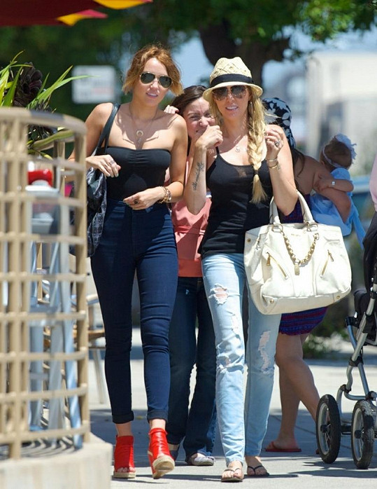 Miley s krásnou maminkou oslavila Den matek.