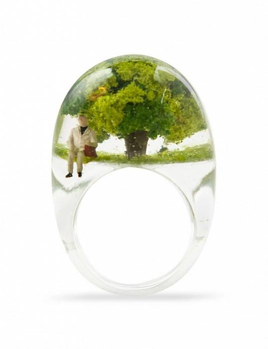 Každý prstýnek obsahuje svůj příběh.