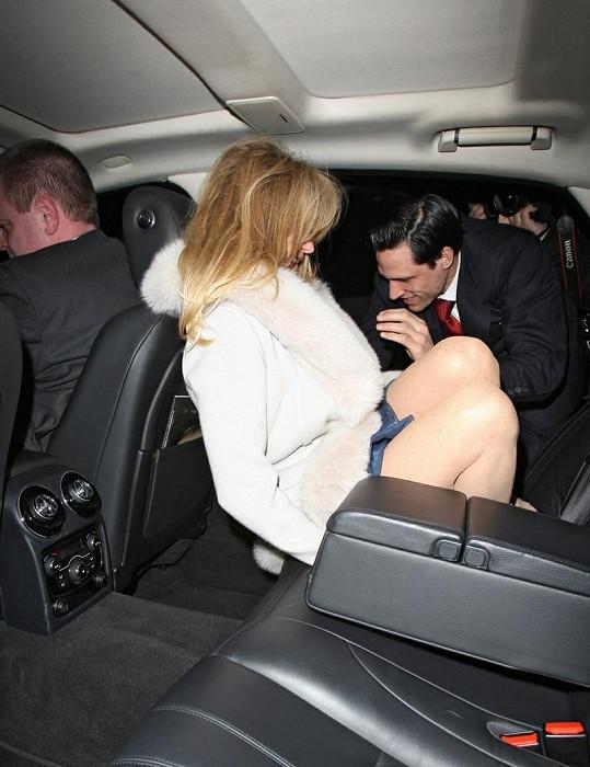 Usadit Goldie do auta vůbec nebylo snadné.