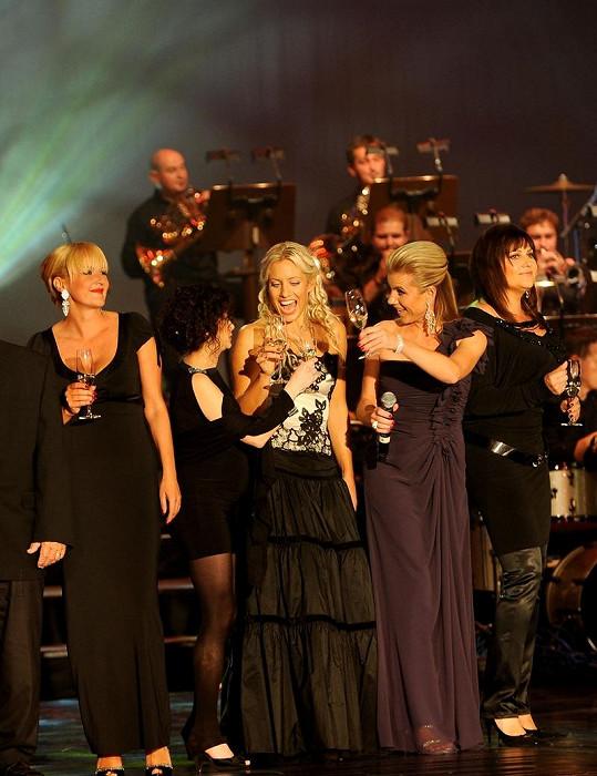 Lucia Šoralová se mezi blondýnkami Svobodovou, Machálkovou a Mátlovou ztrácela.