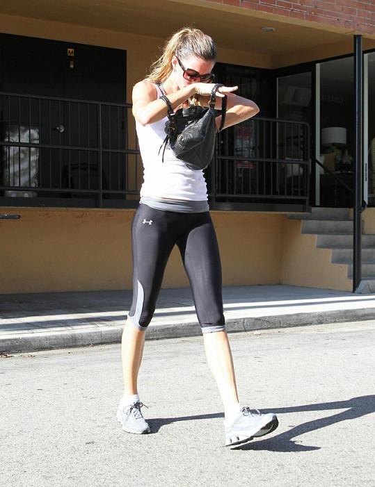 Gisele Bündchen při odchodu ze cvičení