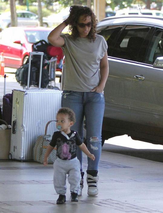 1,5 roční chlapeček s maminkou Aliciou.