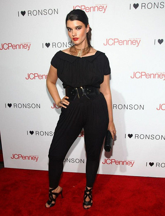 Crystal Renn byla modelkou pro ženy nosící oblečení větších velikostí.