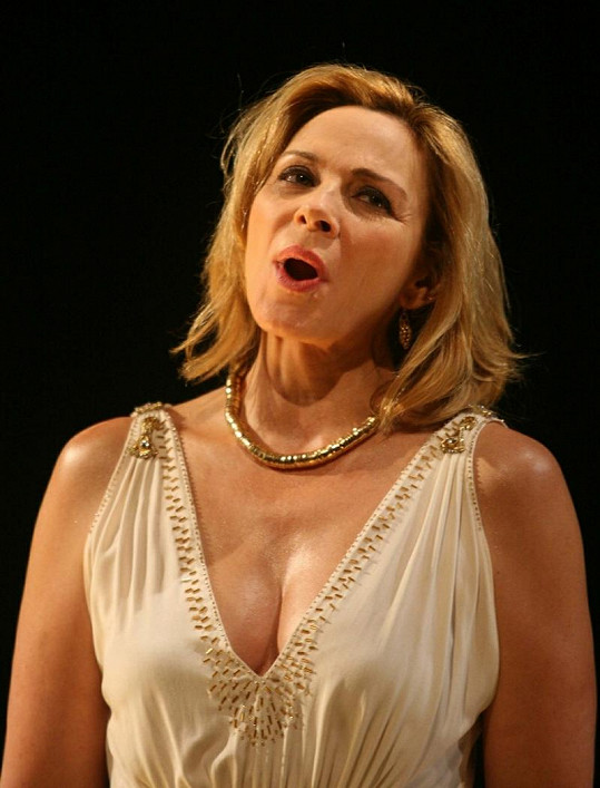 Kim Cattrall v představení Antonius a Kleopatra.