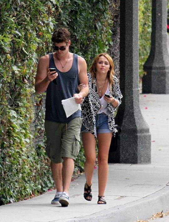 Miley psala o svém Liamovi na Twitteru, že je opravdu sexy.