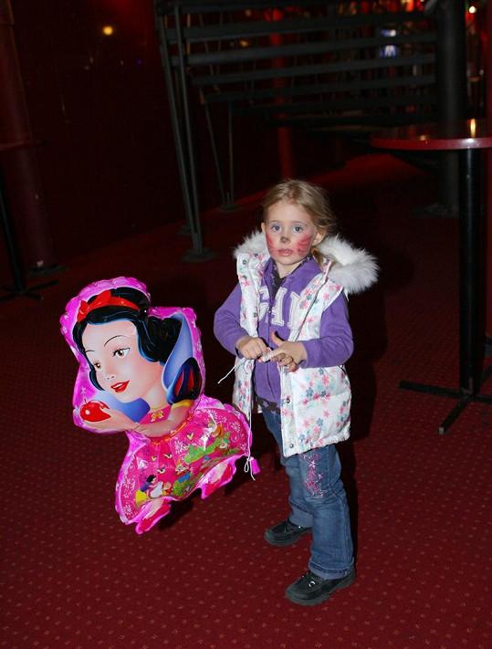 Emily s balónkem z pouti.