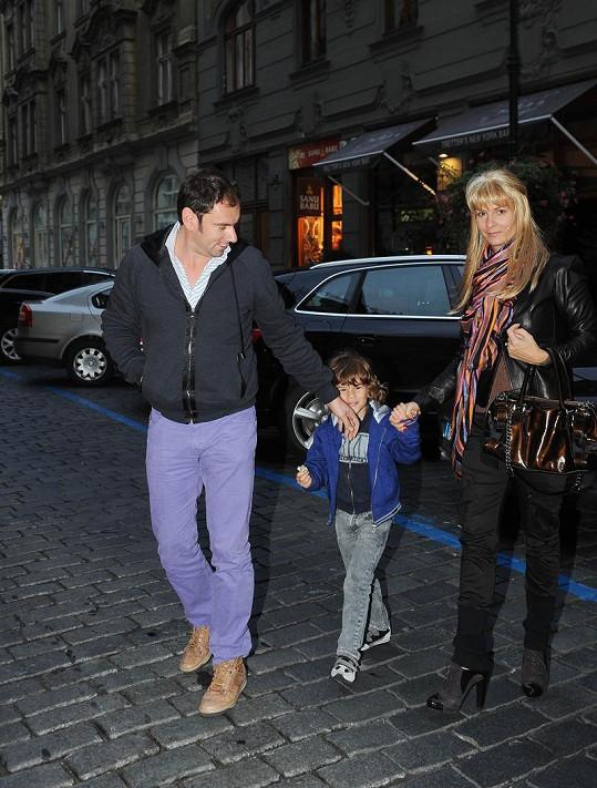 Emanuel Ridi s manželkou Janou a synem Giacomem se objevili společně na párty nové italské restaurace.