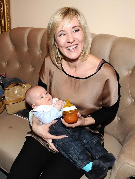 Jovanka Vojtková s tříměsíčním synem Adamem.