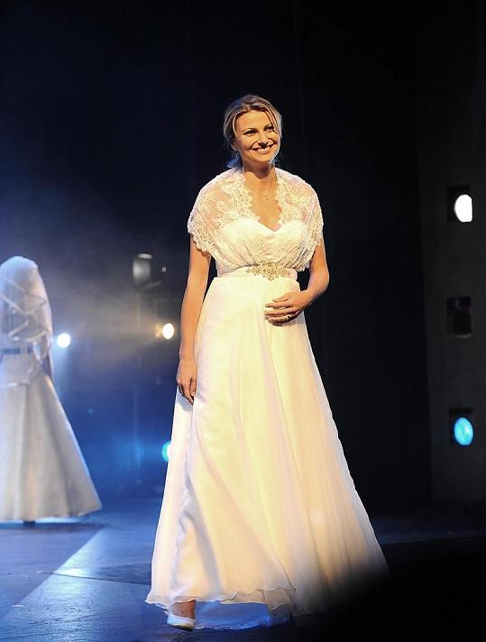 Jitka Kocurová se těhotná vrátila na módní molo.