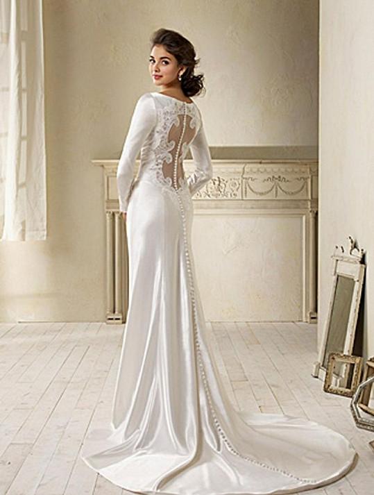 Téměř totožné šaty měla v posledním díle ságy Twilight Kristen Stewart.