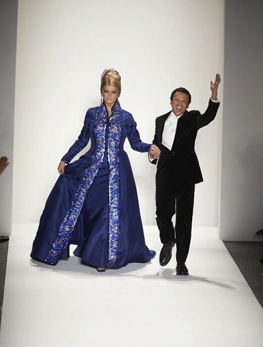 Kirstie Alley a malajský návrhář Zang Toi.
