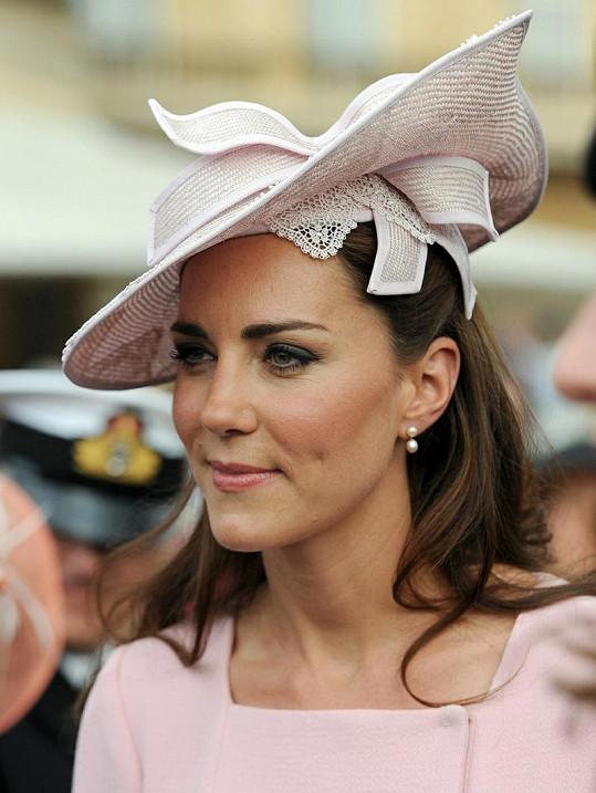 Kate je kloboukový typ.