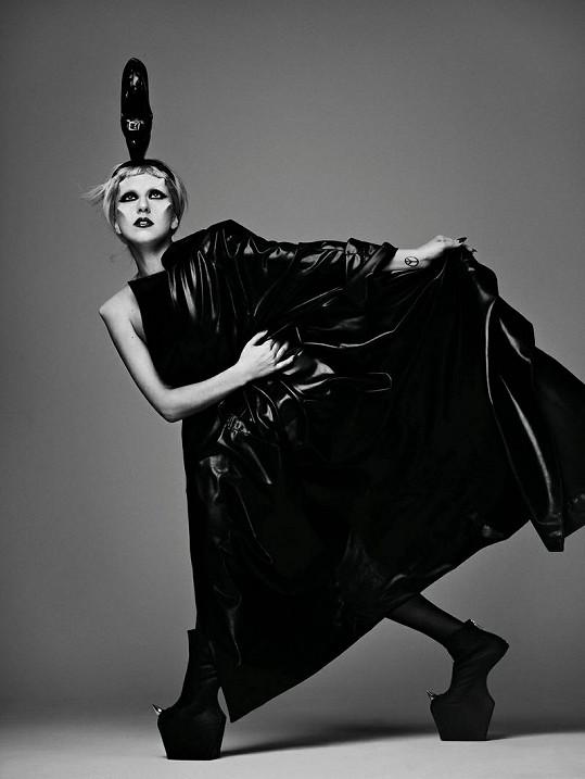 Úspěšná zpěvačka se bojí, že kvůli své slávě zemře stejnou smrtí jako princezna Diana.