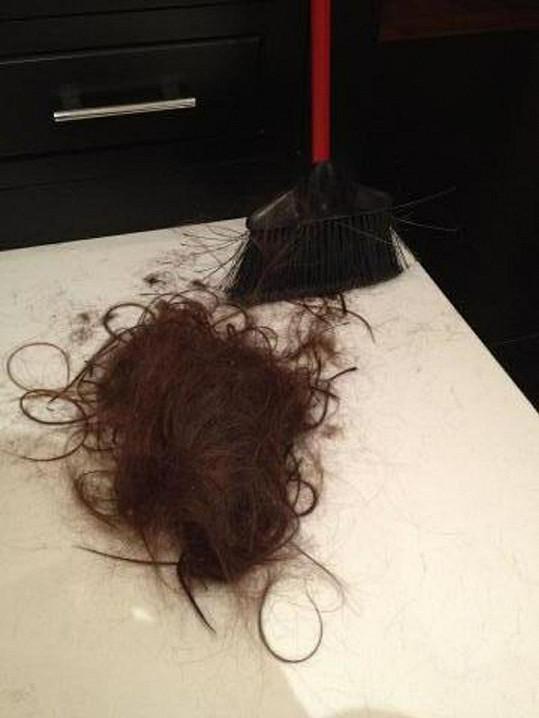 Ostříhanými vlasy se Victoria pochlubila na Twitteru.