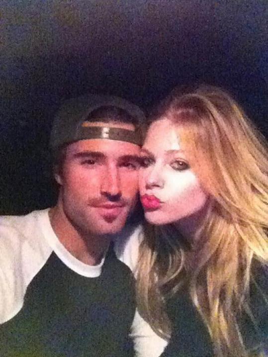 Tahle zamilovaná fotka Avril Lavigne a Brodyho Jennera je již minulostí.
