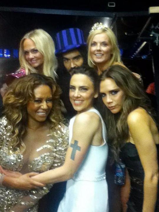 Spice Girls během olympiády v Londýně s Russellem Brandem.