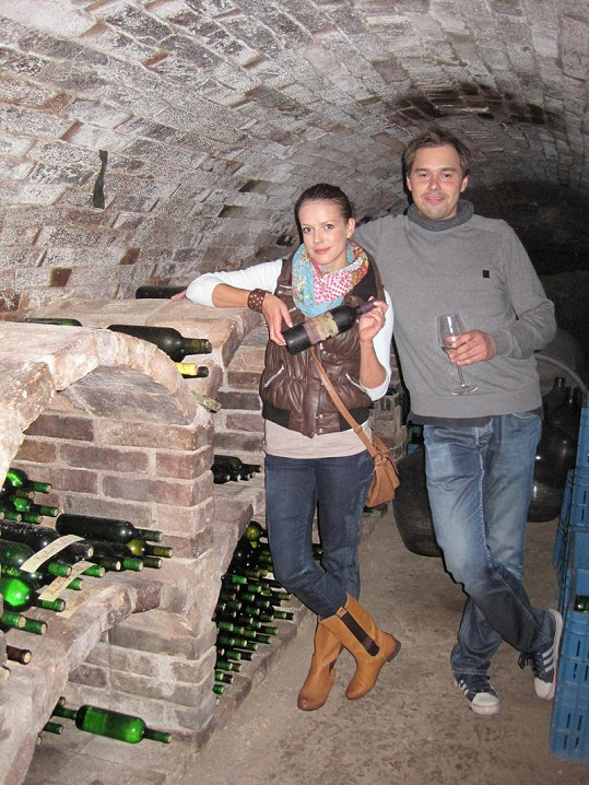 Andrea Kerestešová s Filipem Sajlerem si exkurzi v soukromém sklípku užili.