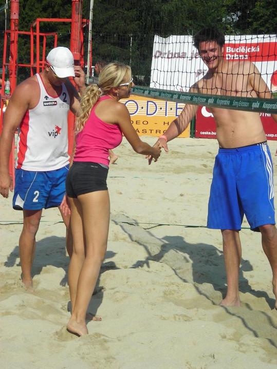 Hanka Mašlíková se udržuje sportem a na jejím zadečku to je znát.