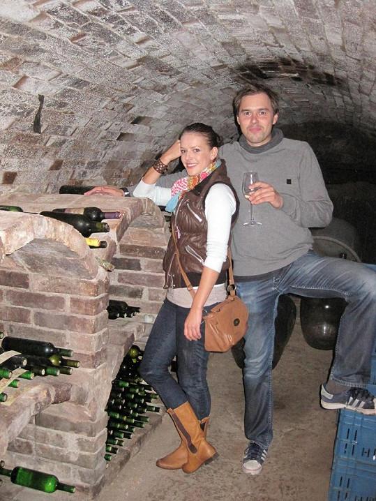 Andrea se po natáčení s Filipem ve sklípku výborně bavila.