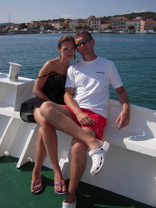 Kamila na lodi s otcem Leošem Nývltem.