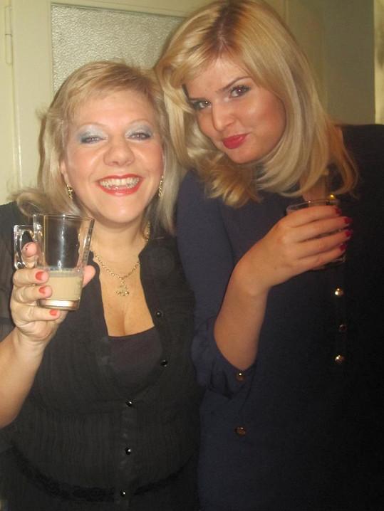 Dvě zpěvačky Marie a Nikol mají společného víc, než jen barvu vlasů a profesi.