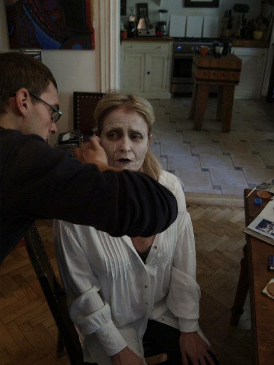 Chantal Poullain během líčení.