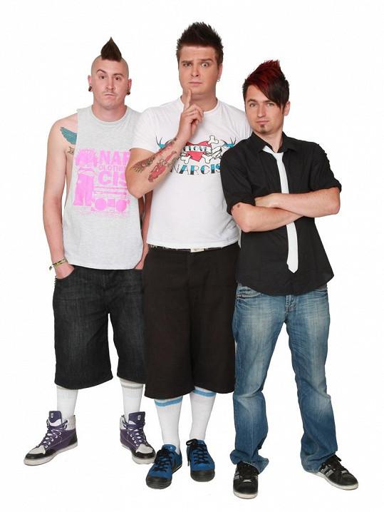 Pop-punková kapela Rybičky 48 se bezpečně vrátila do vlasti.