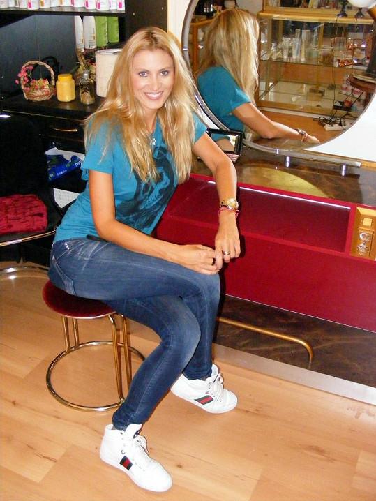 Kateřina Průšová v salonu své kamarádky Inky.