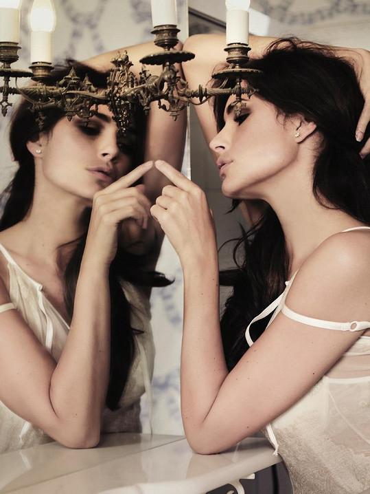 Alena Šeredová je vážně krásná.