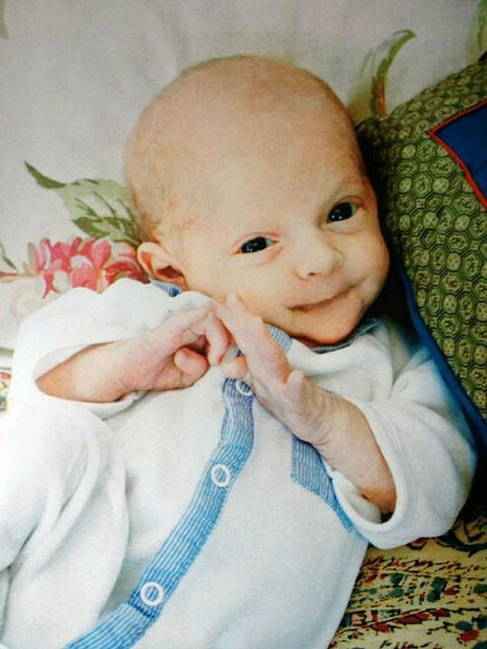 Dvojice spolu má rozkošného čtyřměsíčního chlapečka Astalu.