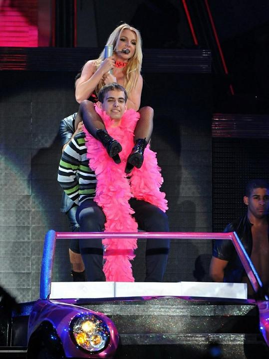 Britney si osedlala jednoho z fanoušků.