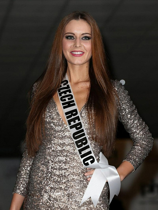 Tereze Chlebovské na Miss Universe vyžehlili její krásné, vlnité vlasy.