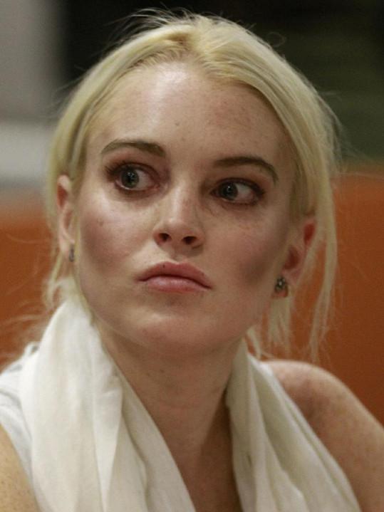 Vyděšená Lindsay to malinko přehnala s tvářenkou.