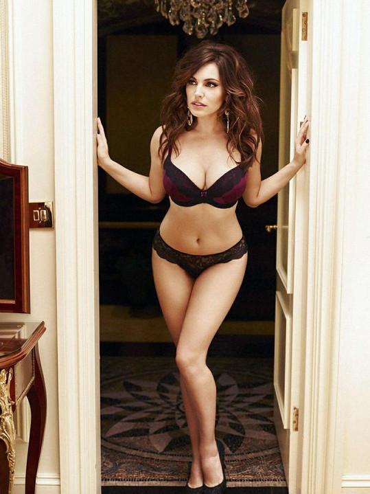 Okouzlující Angličanka je žádoucí jako modelka spodního prádla.