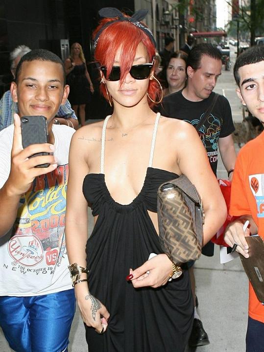 Sexy Rihanna se svými fanoušky.