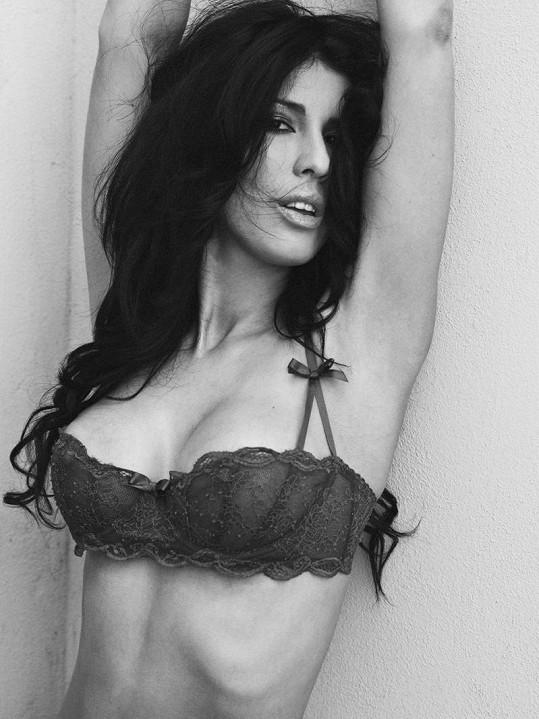 Černobílá krása zpěvačky Victorie.