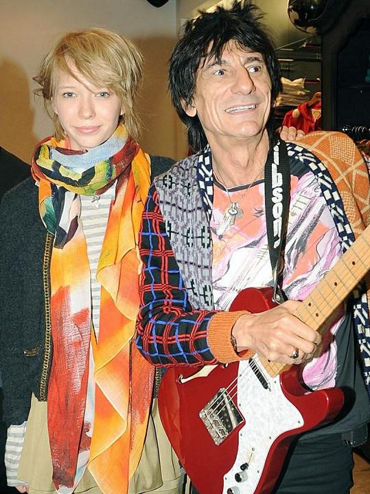 Ronnie Wood a jedna z jeho expřítelkyň Ekatarina Ivanova, která je údajně hodně podobná mamince jeho nové partnerce.